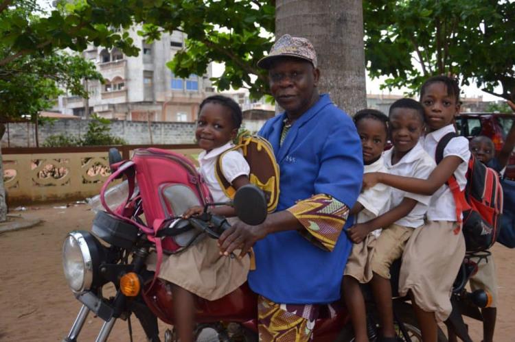 Sherpas Ecole Benin Jeunes sur Scooter